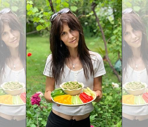 Зелен хумус с градински подправки и нахут, от Маги Пашова